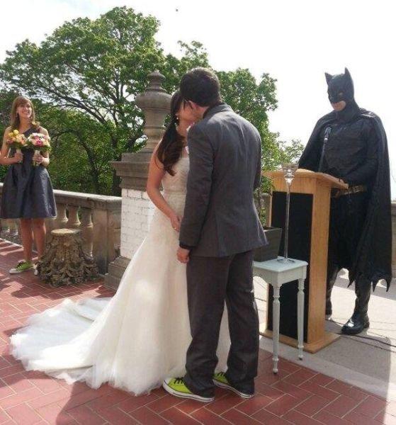 Batman's here. Batman officiated this wedding.. >wearing sneakers to your wedding batman
