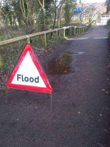 FLOOOOOD!!!!. Cause everyone loves boobies---> theleek.com/2013/01/cleave-land-hot-pics-of-emily-ratajkowski/.. Well, . puddle Flood