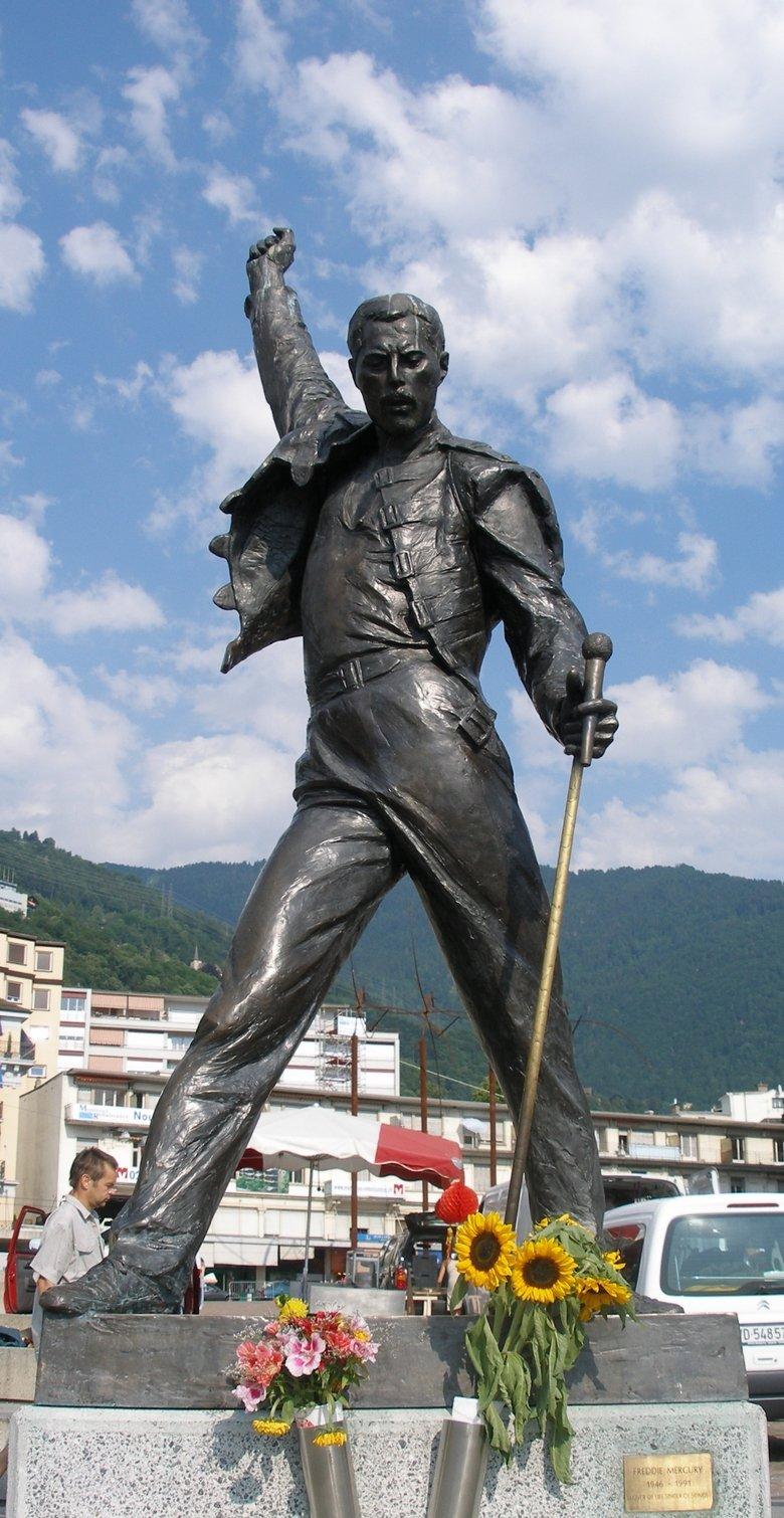 "Freddie Mercury Statue. Freddie Mercury FTW R.I.P. & Happy Birthday. Emu am"" m. the birds must die for on that statue !!!! meme freddie mercury  win"