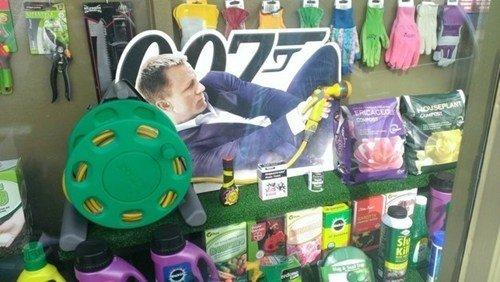 James Bond: The germ revenge. . asdasdasdas